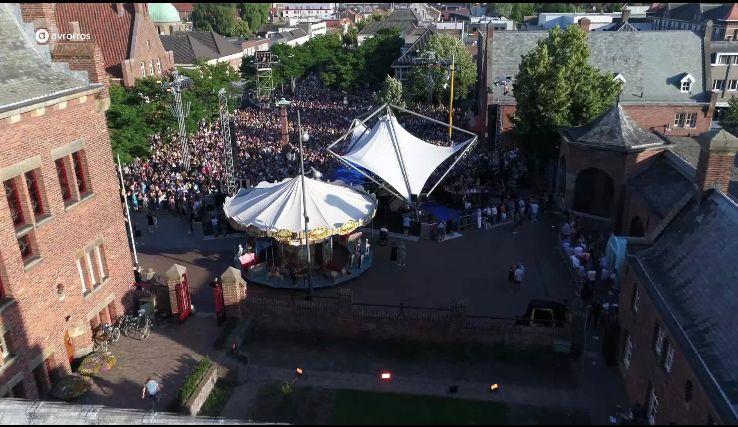 muziekfeest op het plein van sterren.nl te Waalwijk